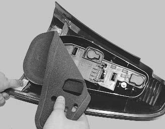 Снятие и замена ламп заднего фонаря на Renault Logan 2