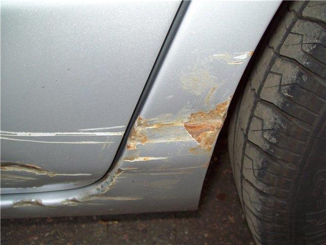 Как на автомобиле закрасить царапину своими руками видео
