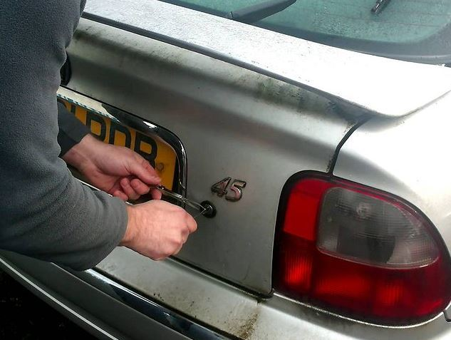 Почему багажник может не открываться?