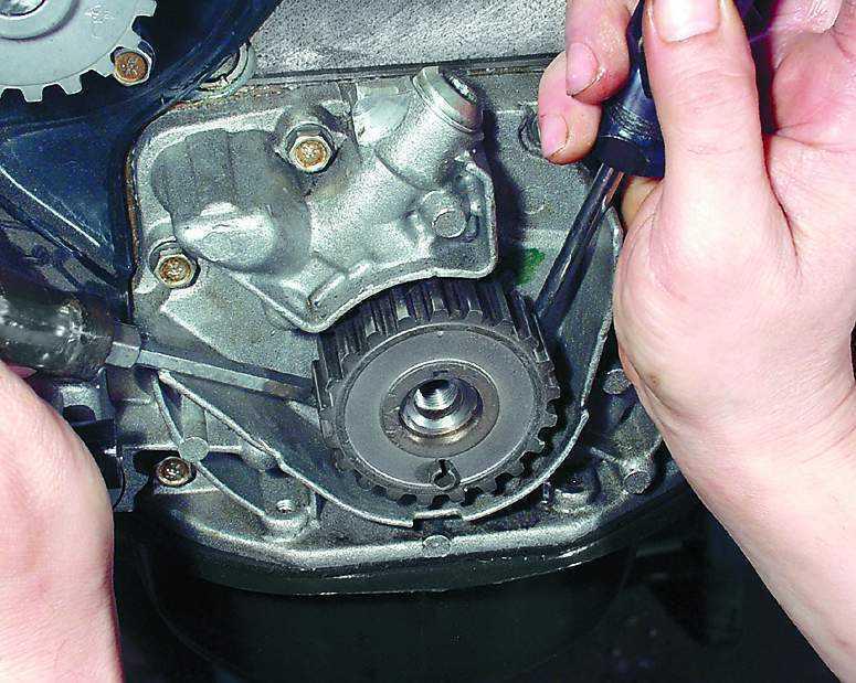 Фото №6 - как отвернуть шкив коленвала ВАЗ 2110