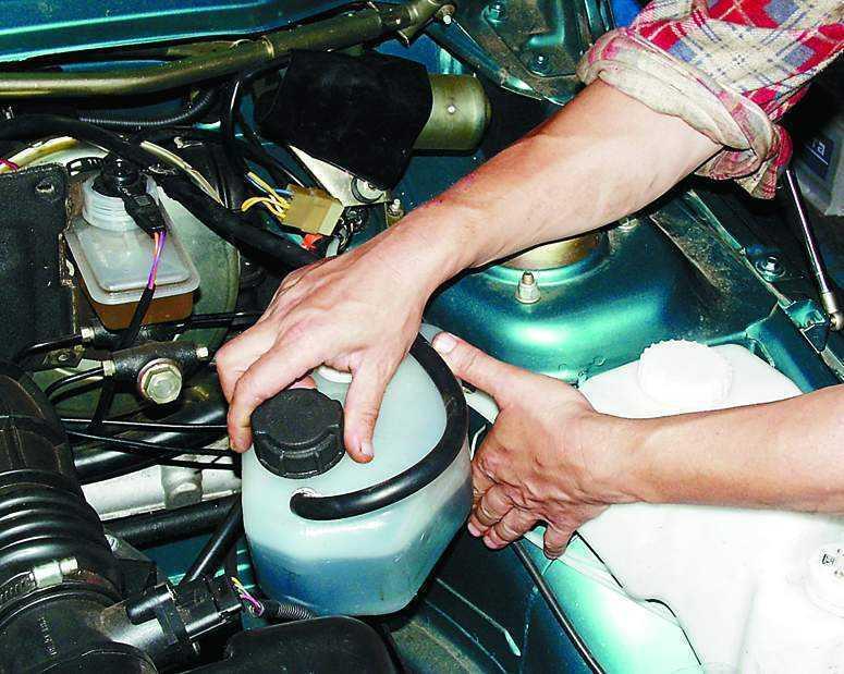 Фото №16 - расширительный бачок системы охлаждения двигателя ВАЗ 2110