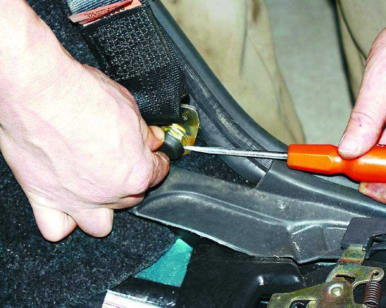 Фото №14 - ремонт ремня безопасности ВАЗ 2110